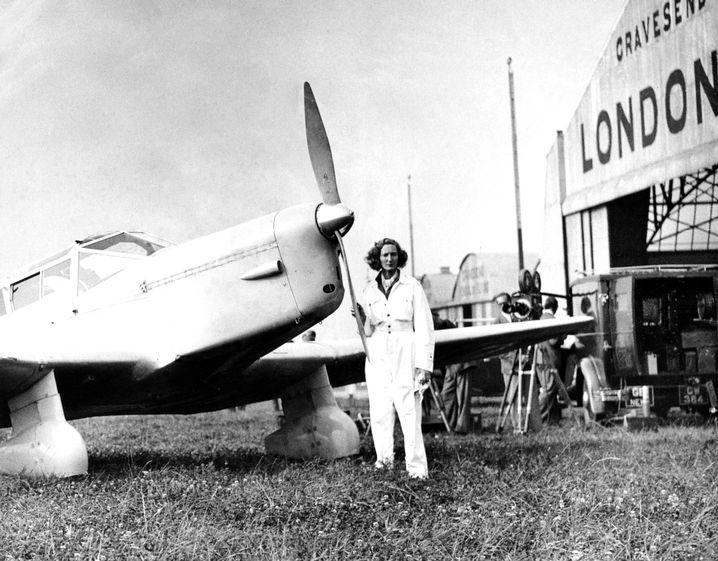 Beryl Markham vor dem Abflug 1936