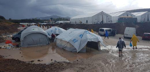 """Camps für Flüchtlinge in Griechenland: """"Hier können wir nicht leben"""""""