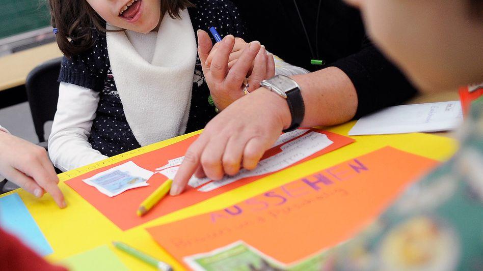 Schülerin und Sonderpädagogin: Mega-Aufgabe Inklusion