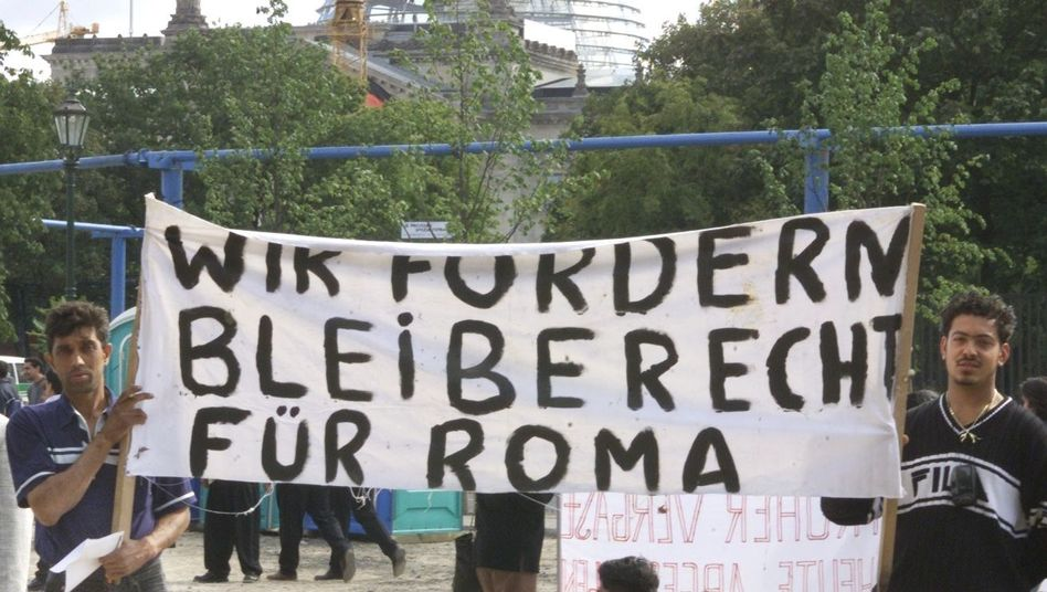 """""""We demand rights of residence for Roma"""" reads this banner held by two Roma in front of Berlin's Reichstag parliament building."""