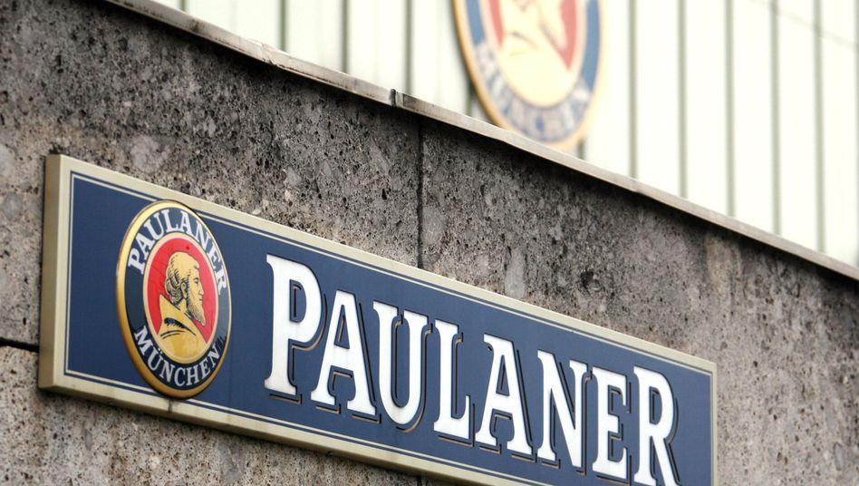 Paulaner-Schild an der Brauerei: Selbst das Münchner Weißbier ist nicht mehr ganz bayerisch