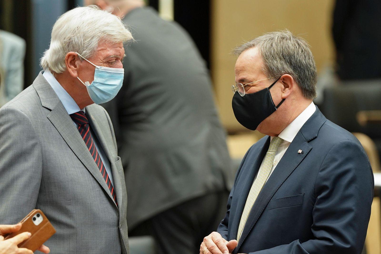 Bundesrat in Berlin 997. Sitzung Plenum Aktuell, 27.11.2020, Berlin,NRW Ministerpraesident Armin Laschet im Austausch u