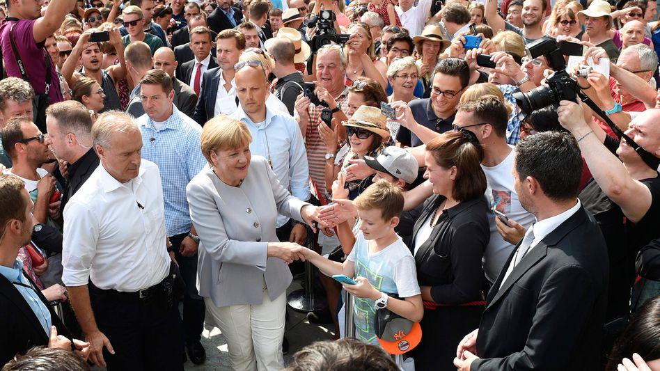 Kanzlerin Merkel beim Tag der offenen Tür im Kanzleramt (2016): Pragmatische Gleichgültigkeit