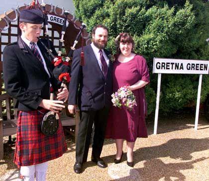 Hochzeitspaar in Gretna Green: Beliebter Grenzort