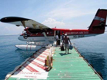 Maldivian Air Taxi: Offiziell zählen die Malediven knapp 1200 Inseln, davon werden 100 touristisch genutzt