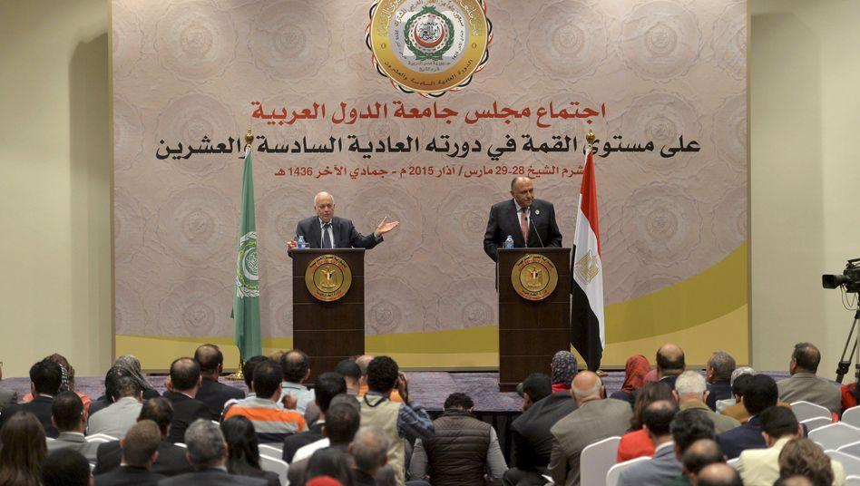 Der Präsident der Arabischen Liga (l.) und Ägyptens Außenminister