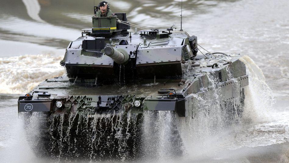"""""""Leopard 2""""-Panzer (hier Typ 2A6) in Deutschland: Weltweit begehrtes Kriegsgerät"""