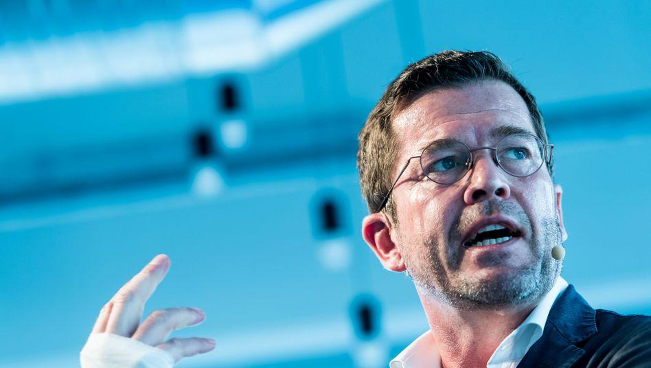 """Ex-Minister Guttenberg: """"Enttäuscht und verärgert"""""""