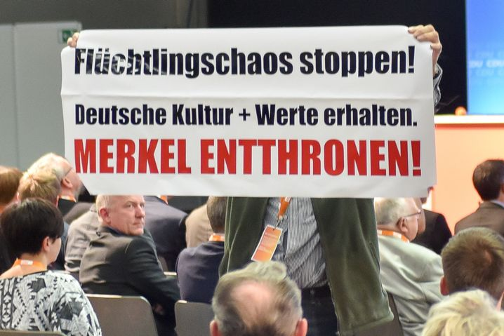 """Protestplakat in Schkeuditz: """"Merkel entthronen!"""""""