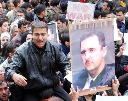 Zahlreiche Syrer demonstrierten gegen den Krieg im Irak wie hier in Damaskus am 25. März