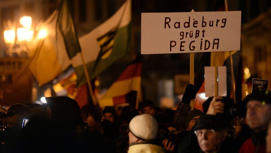 Pegida-Teilnehmer in Dresden: In düsteren Winkeln des Netzes zu Hause