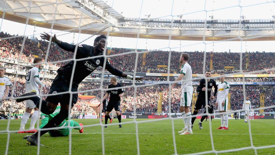 Danny da Costa jubelt nach einem Tor unmittelbar vor der Halbzeitpause.