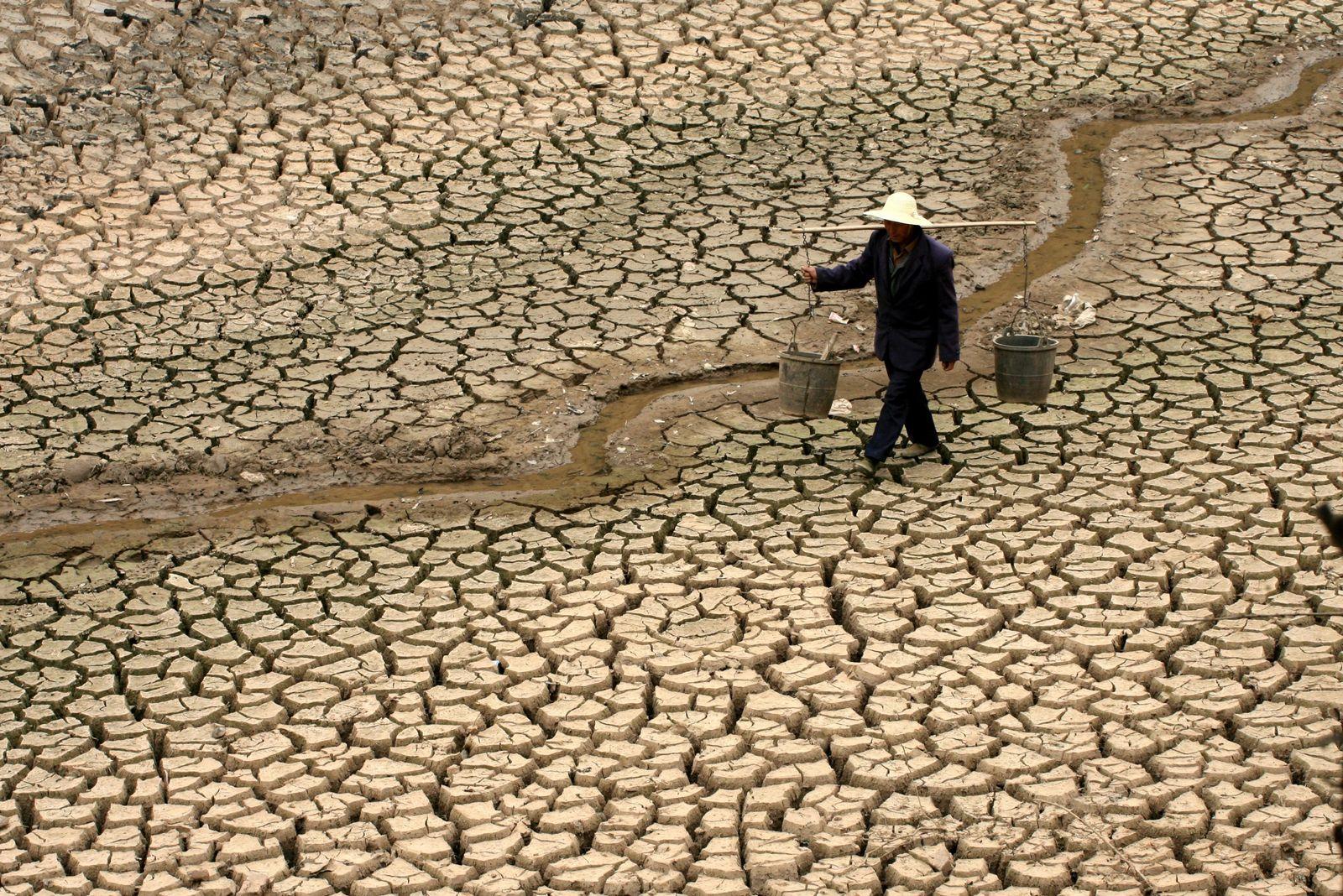 Dürre und Wassermangel in China / Trockenheit / Hunger