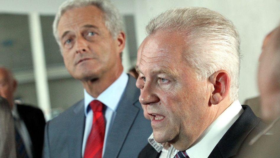 """Verkehrsminister Ramsauer (l.) und Bahnchef Grube: """"Von der Entschlossenheit überzeugt"""""""
