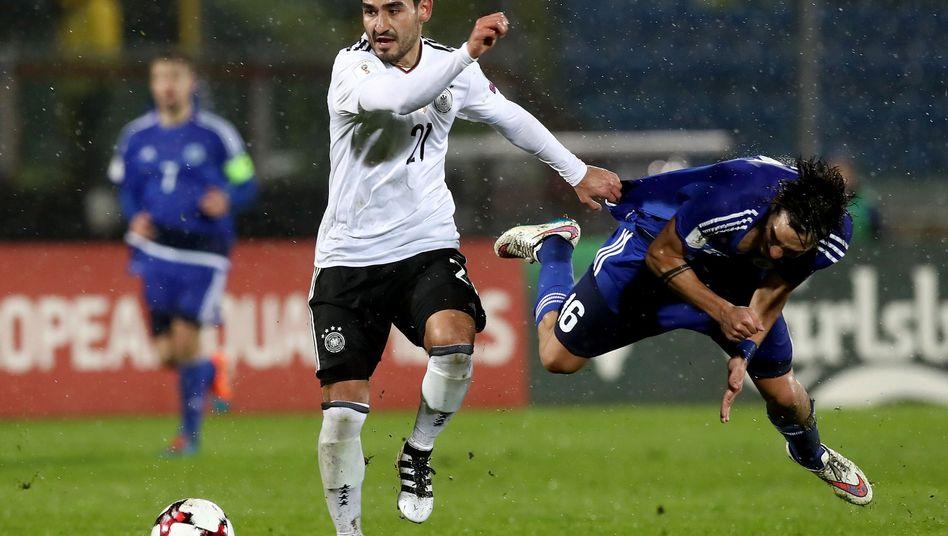 Ilkay Gündogan (l.) im Spiel gegen San Marino