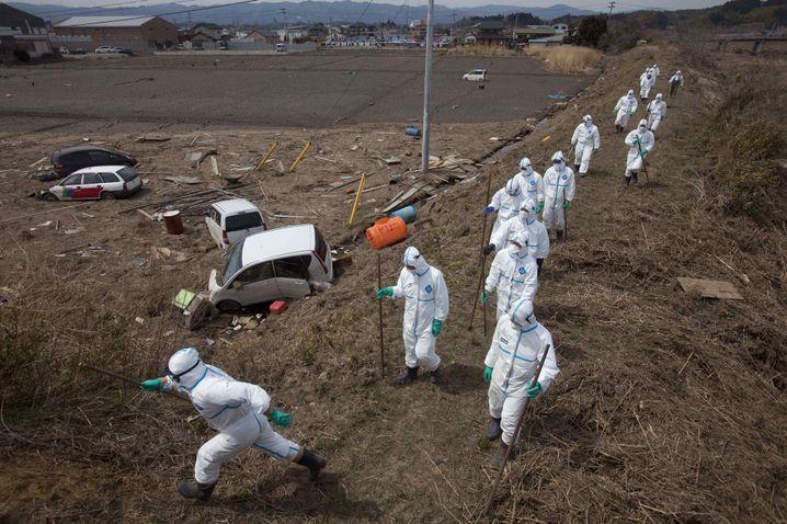 Japanische Polizei auf der Suche nach Opfern (April 2011): Gewaltige Mission