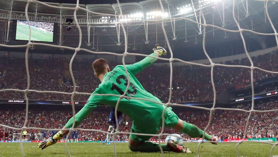 Vor der Linie: Liverpool-Keeper Adrián im Supercup