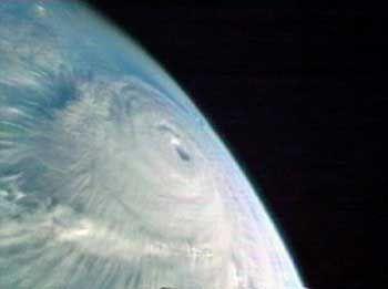 """""""Isabel"""" aus der Raumstation ISS aufgenommen - der Hurrikan rast mit mehr als 200 Stundenkilometern auf die Ostküste der USA zu"""