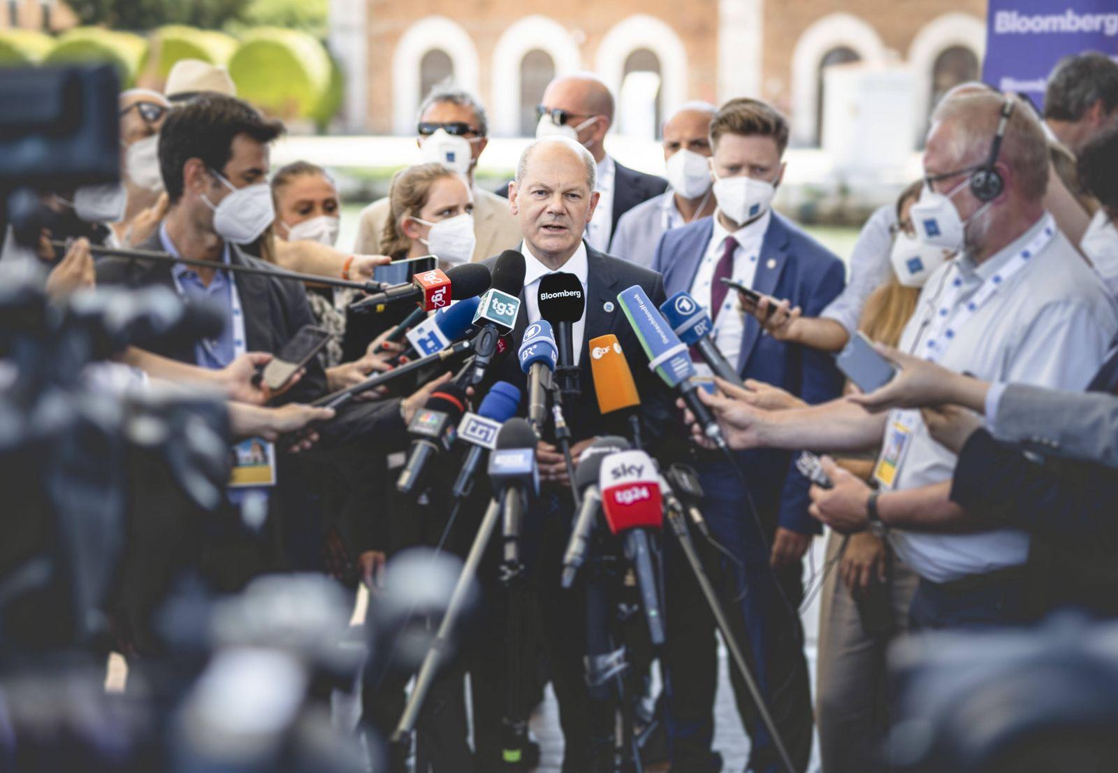 Bundesfinanzminister Olaf Scholz (SPD) trifft gibt ein Pressestatement im Rahmen des G20 Gipfels in Venedig, 10.07.2021.