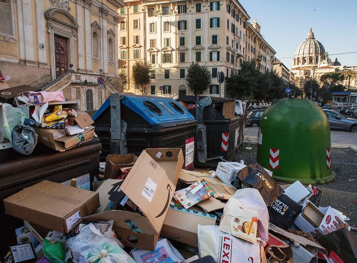 """A mountain of garbage in Rome: """"Where are are the unforgettable exhibitions and concerts?"""""""