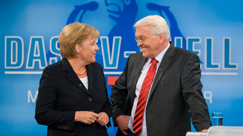 Kuschelduell: Angela Merkel und Frank–Walter Steinmeier 2009