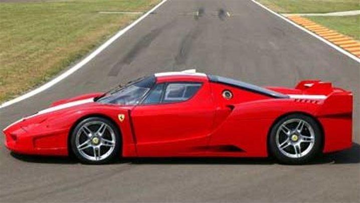 Ferrari FXX: Straßenwarze rot-weiß