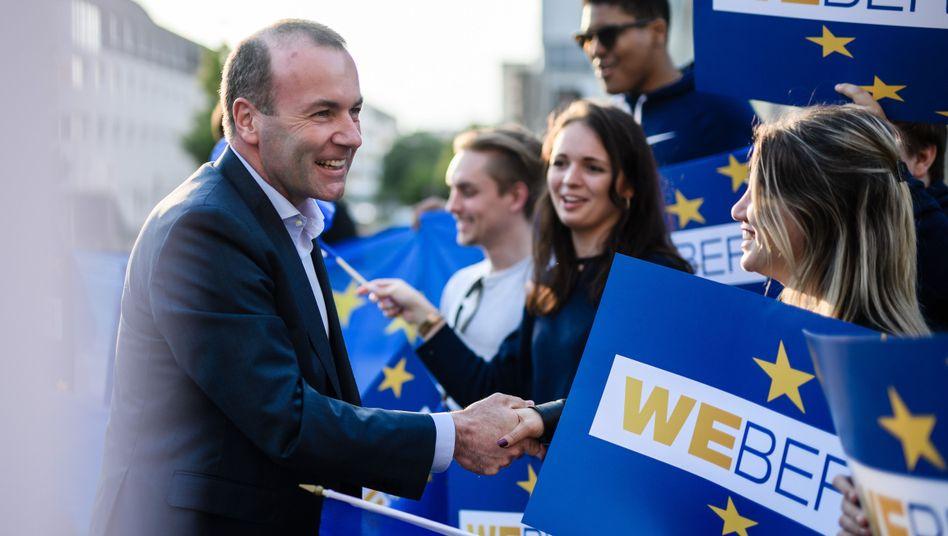 Der Spitzenkandidat der EVP: Manfred Weber und optimistische Anhänger