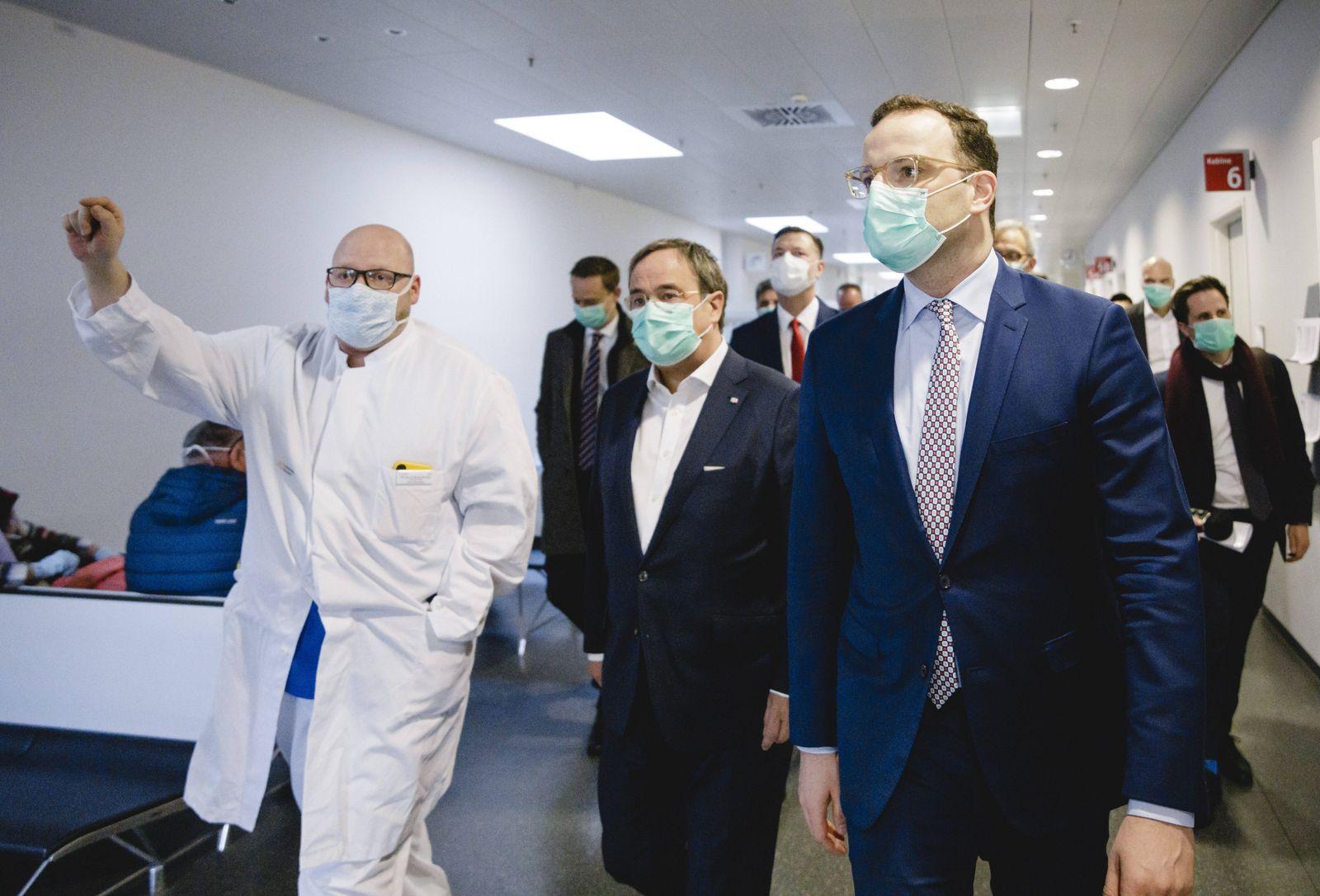 Bundesgesundheitsminister Jens Spahn (CDU) im Rahmen eines Treffens mit medizinischem Personal und Studierenden der Uni