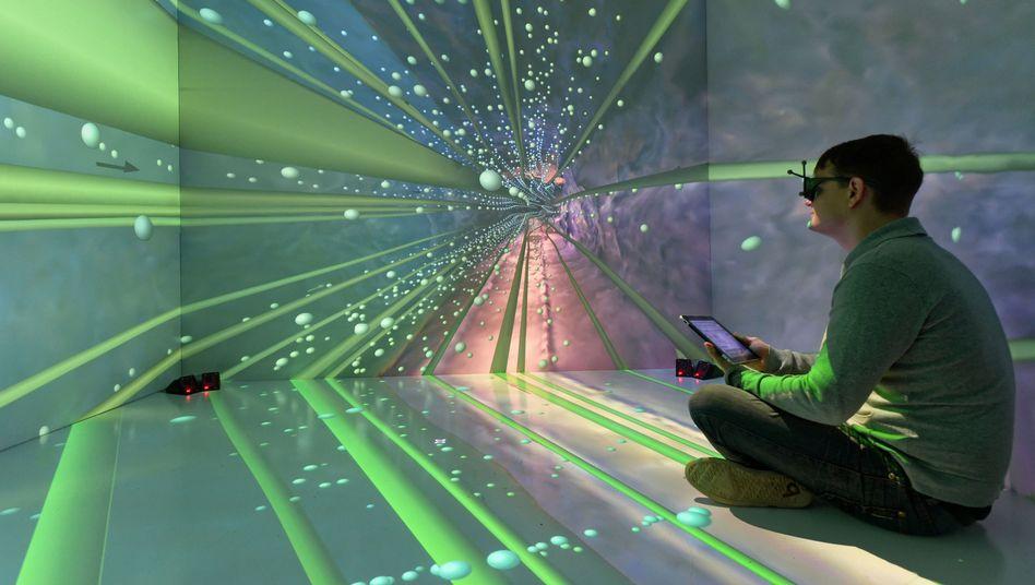 Mitarbeiter vom Institut für Informatik, Virtuelle Realität und Multimedia an der Bergakademie Freiberg vor Projektion