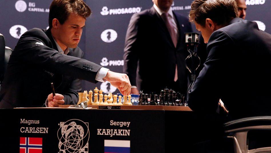Magnus Carlsen (l.), Sergei Karjakin