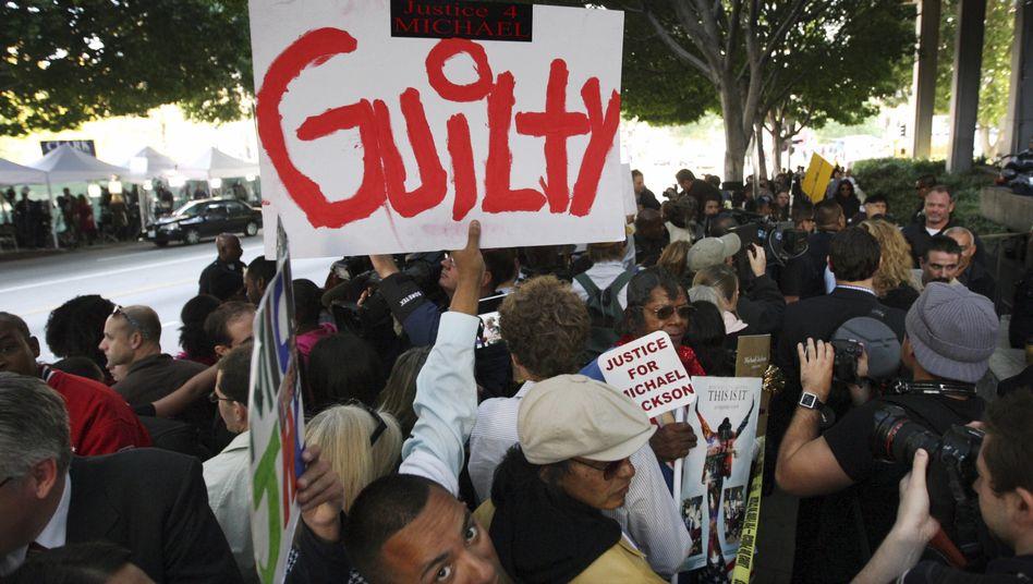 Urteilgegen Jacksons Arzt: Fans und Familie jubeln über Schuldspruch