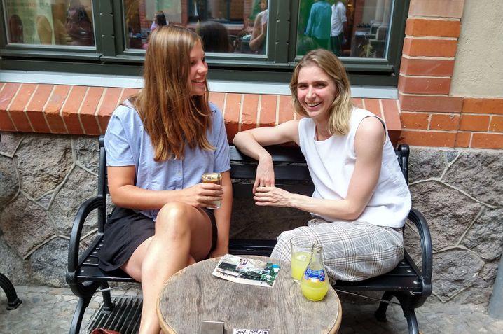 Lea rechts, Johanna links: Fast wie früher