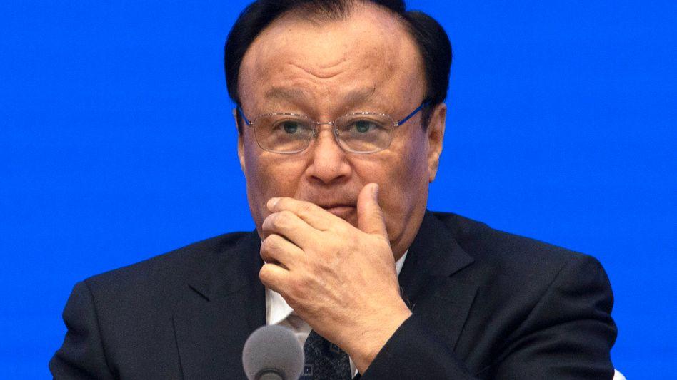 """Shohrat Zakir, Chinas Provinzchef in Xinjiang, freut sich über erste """"Abschlüsse"""" der Insassen in den Uigurenlagern und kritisiert westliche Propaganda"""