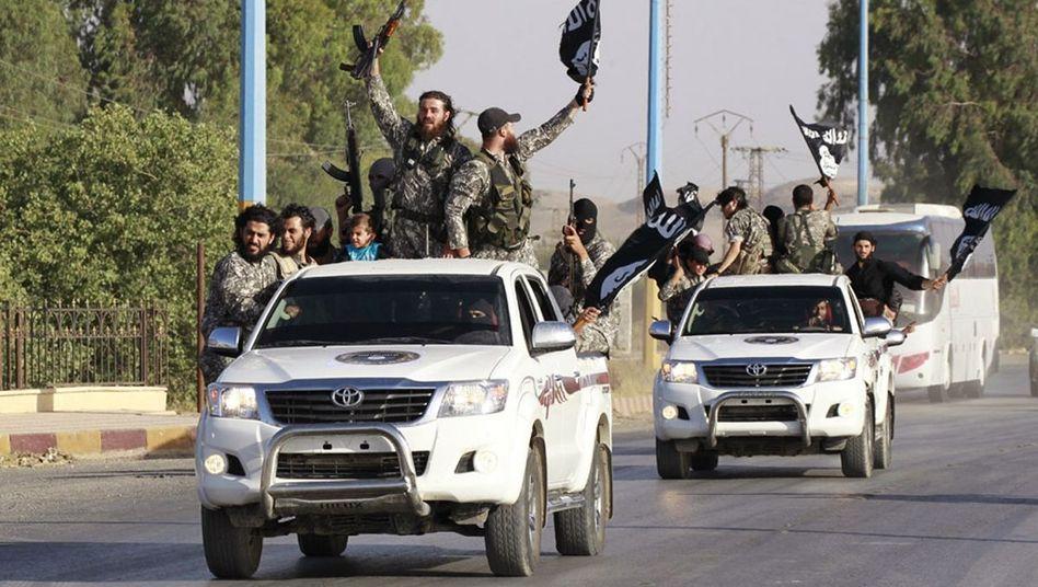 """Militante Islamisten in Syrien (Archivbild): Kämpfer der Terrorgruppe """"Islamischer Staat"""" verüben erneut Massaker"""