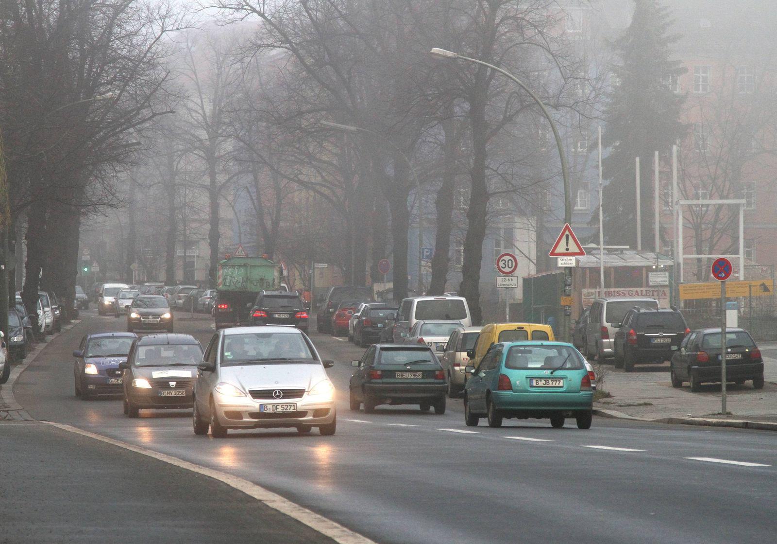 EINMALIGE VERWENDUNG diesel/ stadt/ nebel/ abgas