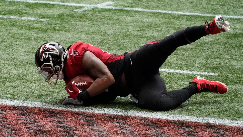Atlantas Todd Gurley warf sich zu spät auf den Boden, die Detroit Lions kamen noch einmal an den Ball