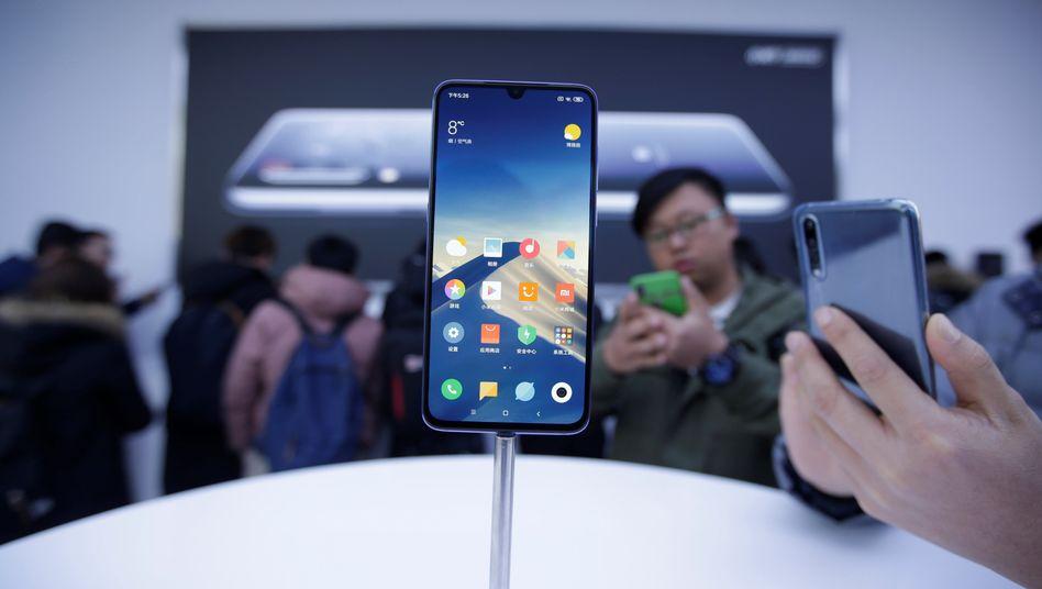 Produktpräsentation in Peking: Gezeigt wird ein Mi-9-Smartphone von Xiaomi