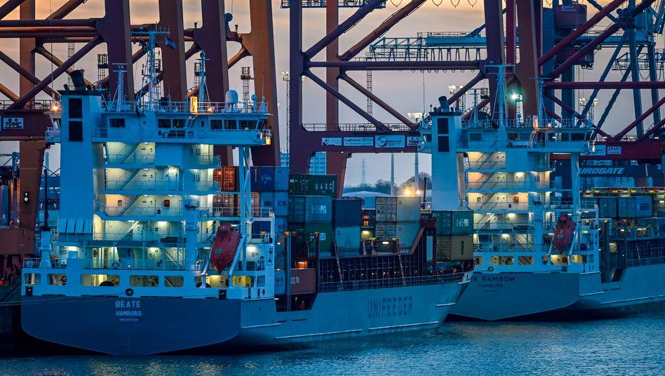 Containerschiffe im Hamburger Hafen: Der Welthandel leidet stark unter der Coronakrise