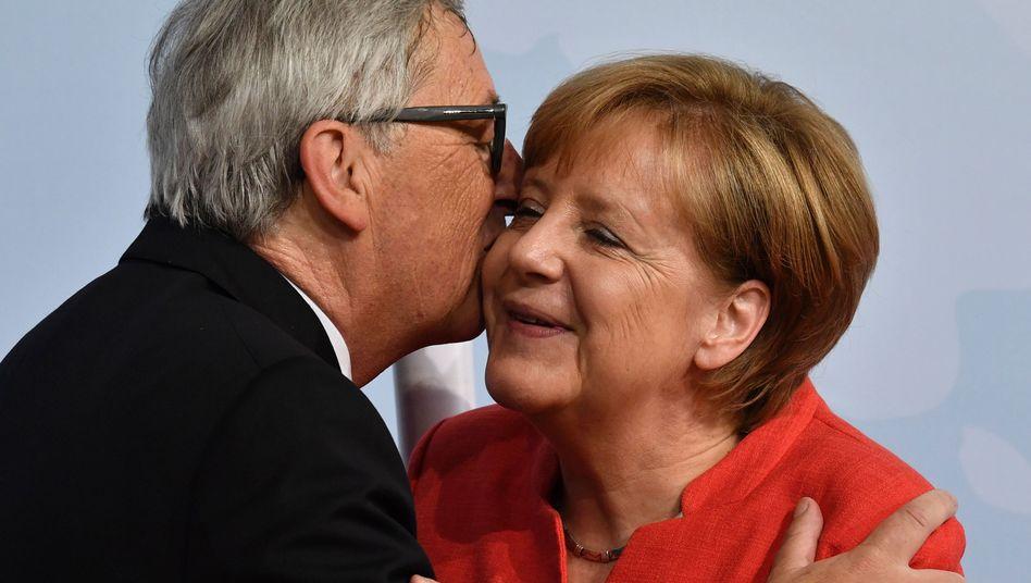 """Juncker begrüßt Merkel mit Küsschen beim G20-Gipfel in Hamburg: """"Ich bin, wie ich bin"""""""