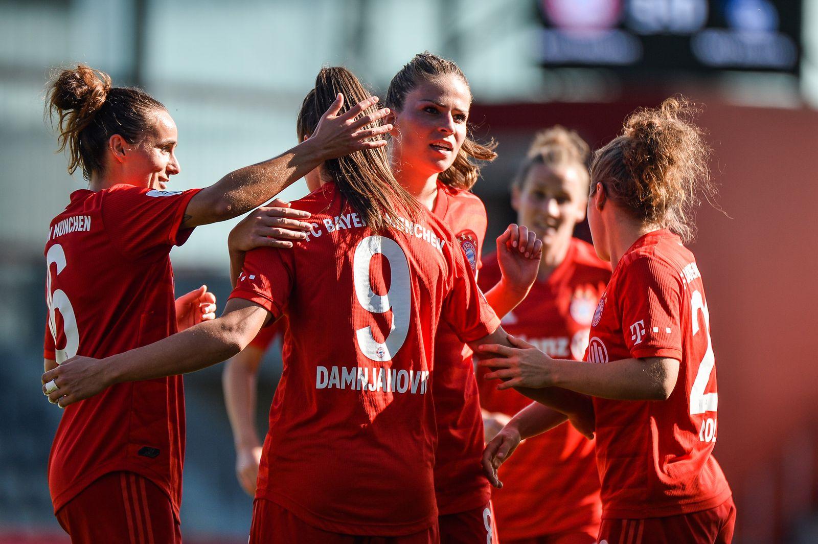 EINMALIGE VERWENDUNG Sport/ Fussball/ Frauen/ Bayern