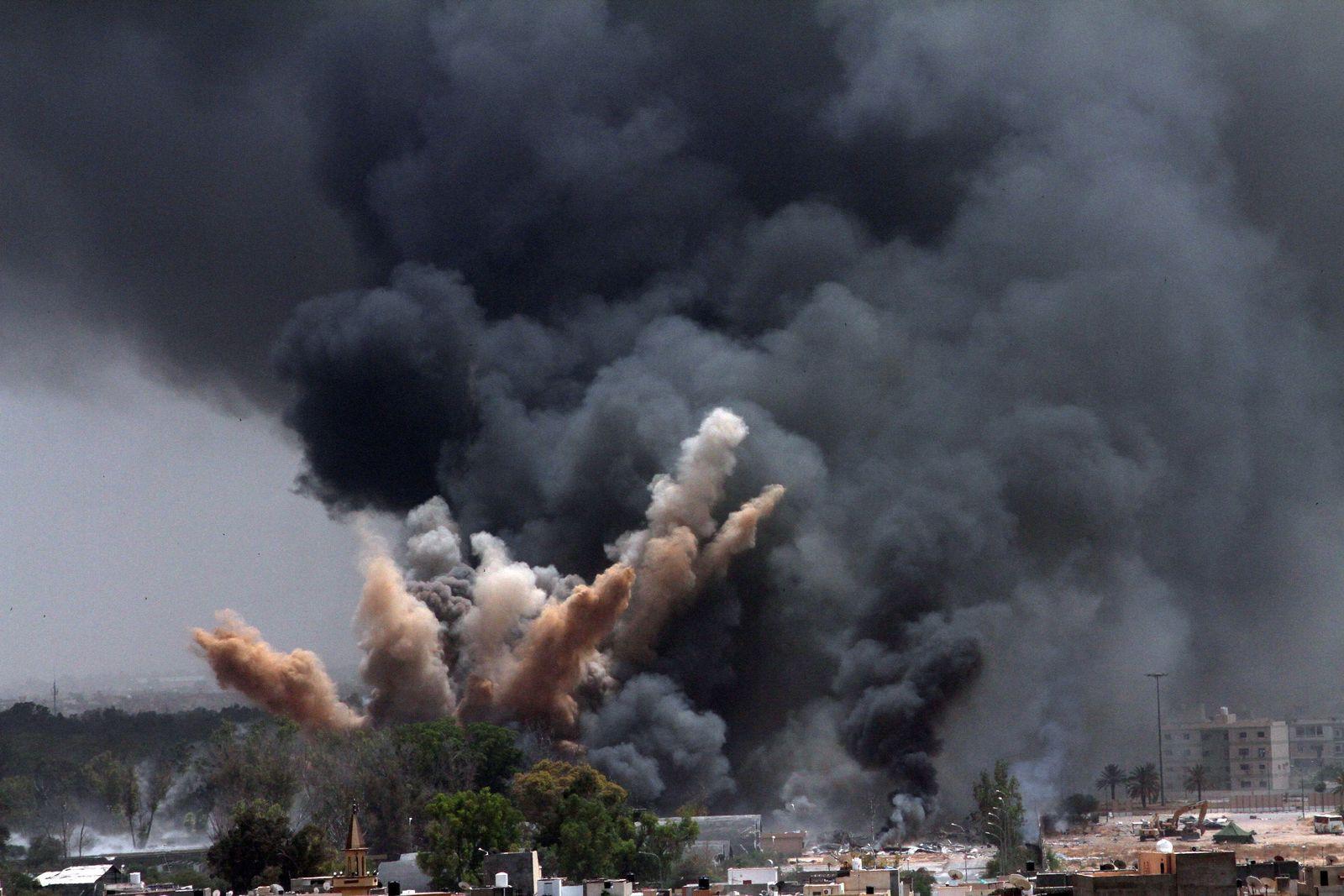 Libyen / Bomben schlagen in Tripolis ein