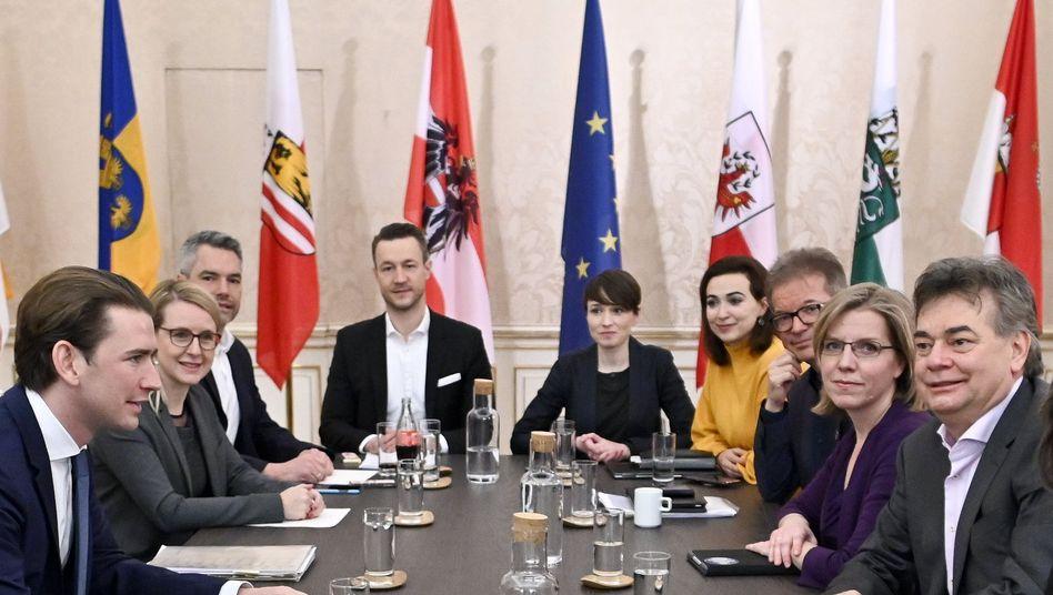 ÖVP-Chef Sebastian Kurz (links) und Grünen-Chef Werner Kogler (rechts) bei den Koalitionsgesprächen