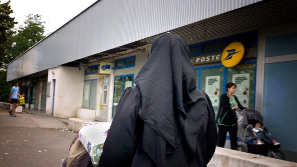 Verschleierte Frau: Frankreich im Kampf gegen die Burka