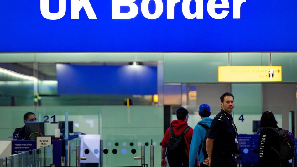 Flughafen Heathrow: Für Menschen aus der EU ist mit dem Brexit die Freizügigkeit inGroßbritannien passé