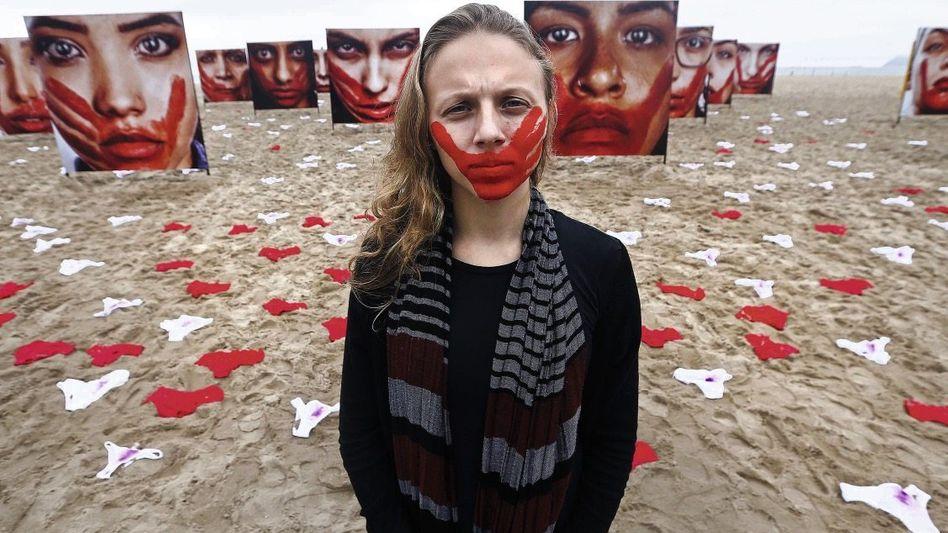 Protestaktion am Strand von Rio de Janeiro: Das Leid benennen, die Würde zurückerobern