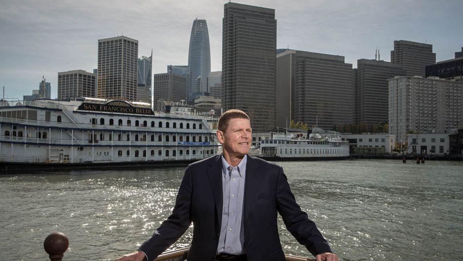 Weitblick: Walter Price auf Pier 7 vor dem Financial District in San Francisco