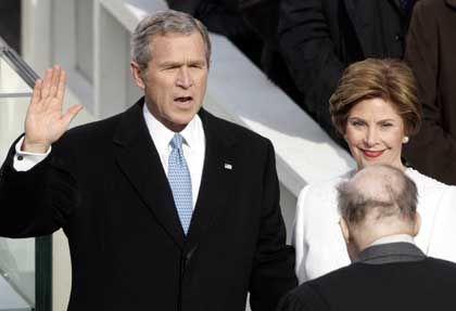 """Bush beim zweiten Amtseid: """"So wahr mir Gott helfe"""""""