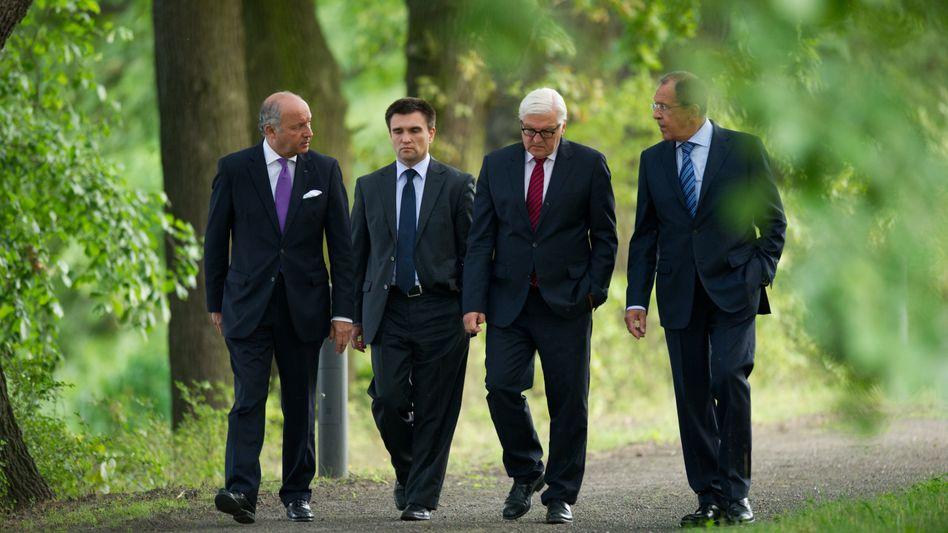 Laurent Fabius, Pawel Klimkin, Frank-Walter Steinmeier und Sergej Lawrow: Außenministertreffen ohne Durchbruch