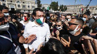 Salvini führt rechte Proteste gegen Regierung an - und badet in der Menge