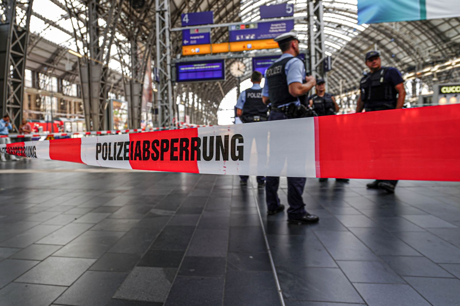 German police say a child has died after being pushed onto the tracks, Frankfurt, Germany - 29 Jul 2019